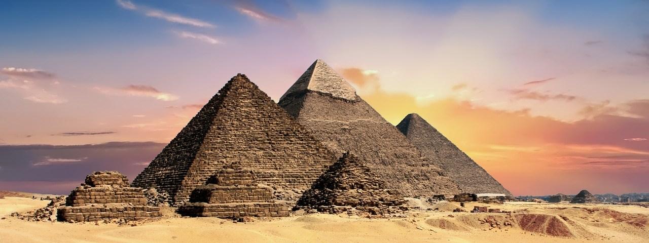 VR tourist pyramid
