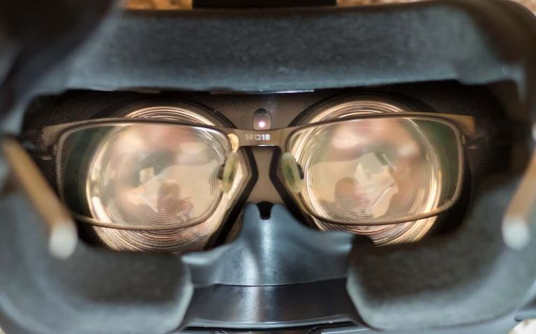 Tips for Wearing Prescription Glasses Under the VR Headset