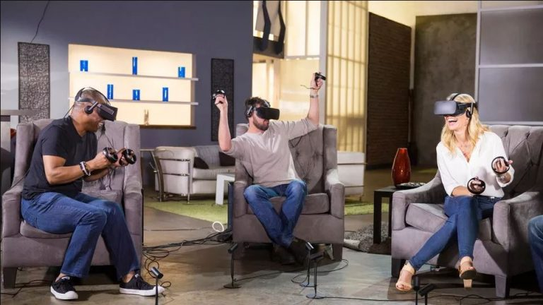 10 Best VR Experiences to Share With a Group of Friends